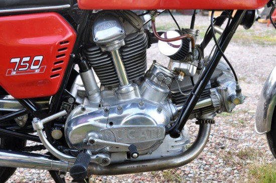 1973 Ducati 750GT Red R Engine