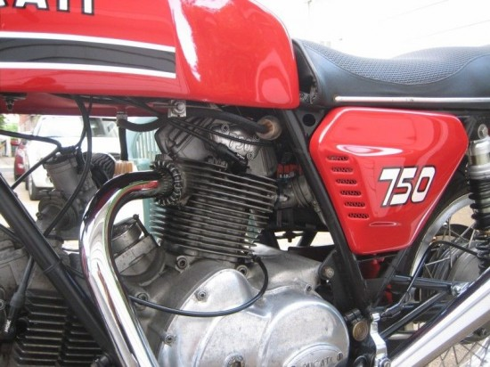 1975 Ducati 750 GT Red L Engine